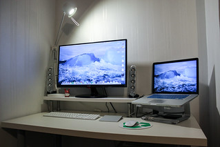 2013 Macbook desk setup