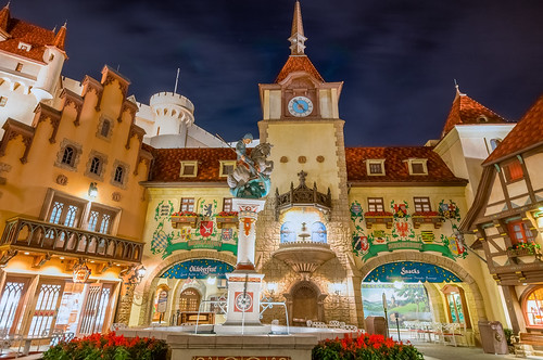 Innenhof mit Brunnen by Jeff.Hamm.Photography