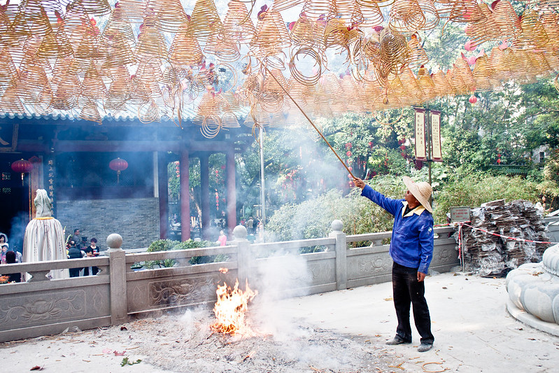 Espirales de incienso para celebrar el Año Nuevo chino en Guangzhou.