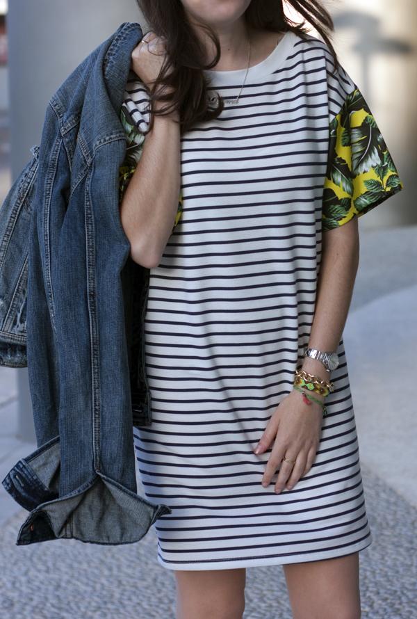 stripe dress, tropical print, denim jacket, הדפס טרופי, שמלת פסים, בלוג אופנה