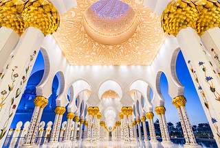 _MG_9141_web - Sheikh Zayed Mosque gallery in blue hour