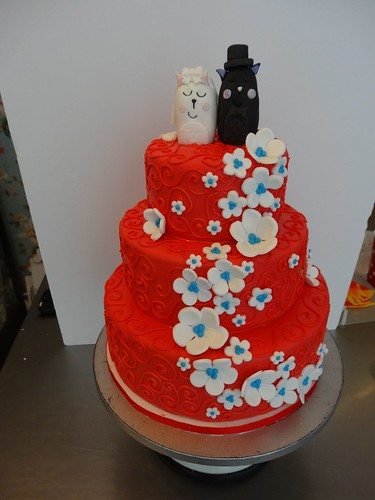 Red Swirls Wedding Cake by CAKE Amsterdam - Cakes by ZOBOT