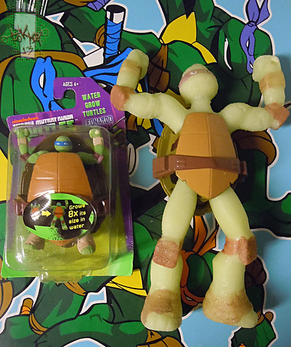 WICKED COOL TOYS :: Nickelodeon TEENAGE MUTANT NINJA TURTLES; 'WATER GROW TURTLES' - DONATELLO xiv // ..with WATER GROW LEONARDO  (( 2013 ))