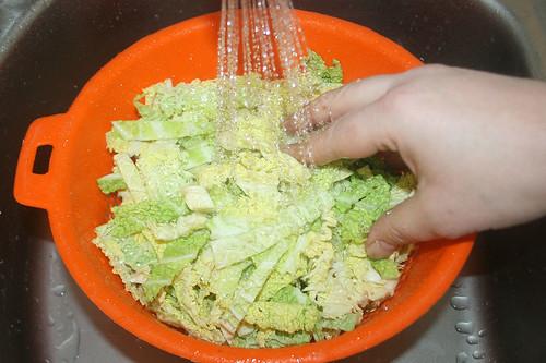 12 - Wirsing spülen & abtropfen lassen / Wash & drain savoy
