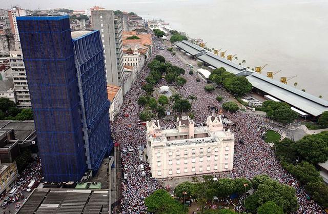 Imagem aérea da procissão do Círio de Nossa Senhora de Nazaré, na manhã deste domingo (13).FOTO: ELISEU DIAS/ AG. PARÁDATA: 13.10.13BELÉM-PARÁ
