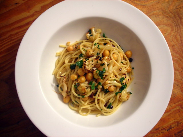 Pasta with cauliflower, anchovy and chickpeas