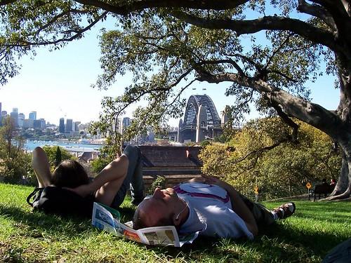 2005-04-18-sydney-geeks-asleep-oliver-andreas