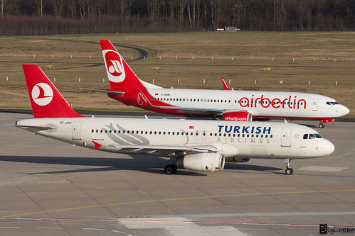 D-ABML - Boeing 737-86J(WL) - Air Berlin  + TC-JPF - Airbus A320-232 - Turkish Airlines