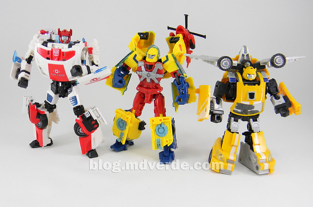 Transformers Hot Shot Deluxe - Universe - modo robot vs Bumblebee vs Red Alert
