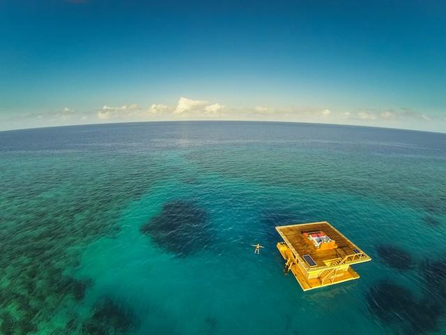 the-manta-resort-underwater-hotel-2