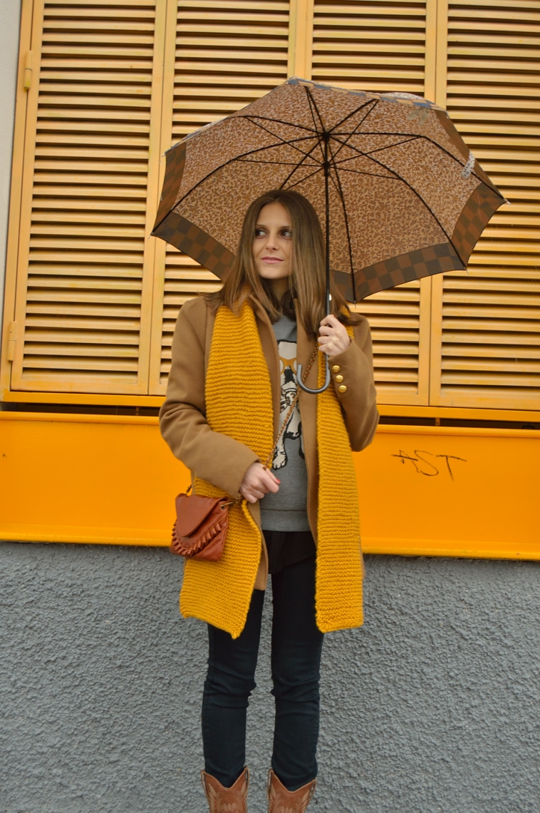 lara-vazquez-madlula-blog-fashion-style-brown-coat-mustard-scarf-winter