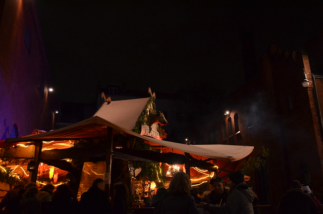 Lucia Weihnachtsmarkt Berlin tavern drink stand and crowd