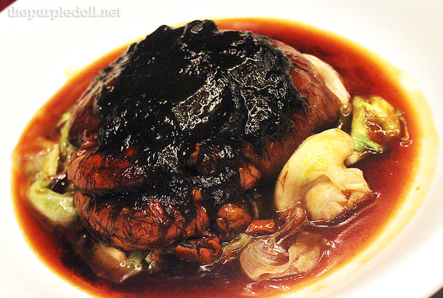 Braised Pork Leg with Sea Moss and Lettuce