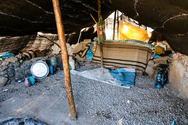 Inside of Qashqai nomad tent, Firuzabad, Iran フィールーズ・アーバード、カシュガイ族テントの中