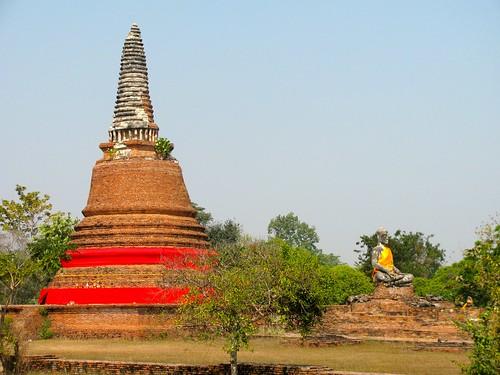 Chedi y Buda en Wat Lokaya Sutha