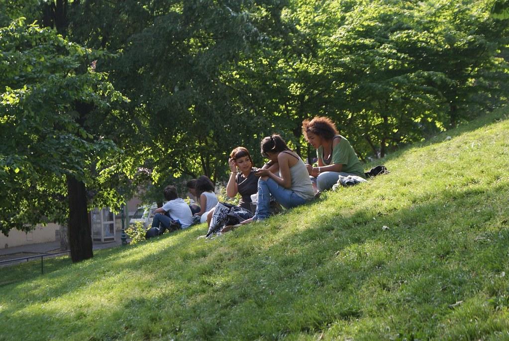 Pique nique dans le jardin des Plantes sur les pentes de la Croix Rousse à Lyon.