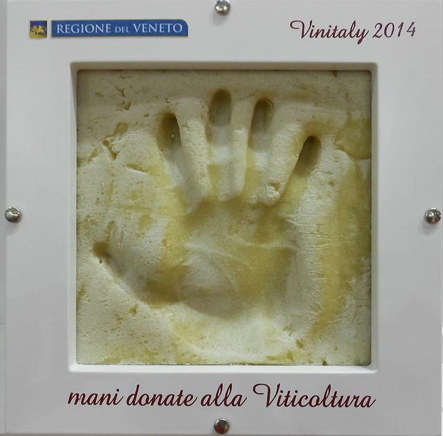 mani donate alla viticultura, stand Veneto, Vinitaly 2014