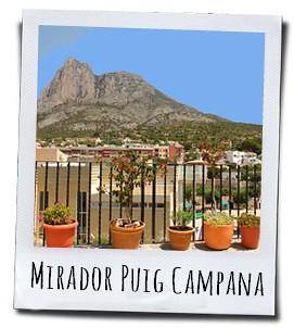 Uitzicht op de imposante Puig Campana vanuit het dorp Finestrat