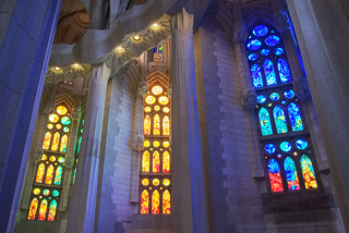 Kuva Basilica de la Sagrada Família lähellä Gràcia. spain travel architecture barcelona catalunya church colors europe familia gaudí indoor interior lights sagrada windows texture 7dwf