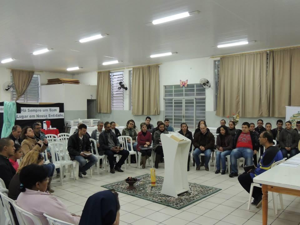 Agentes de Movimentos e Pastorais da Paróquia Sagrada Família participam de encontro