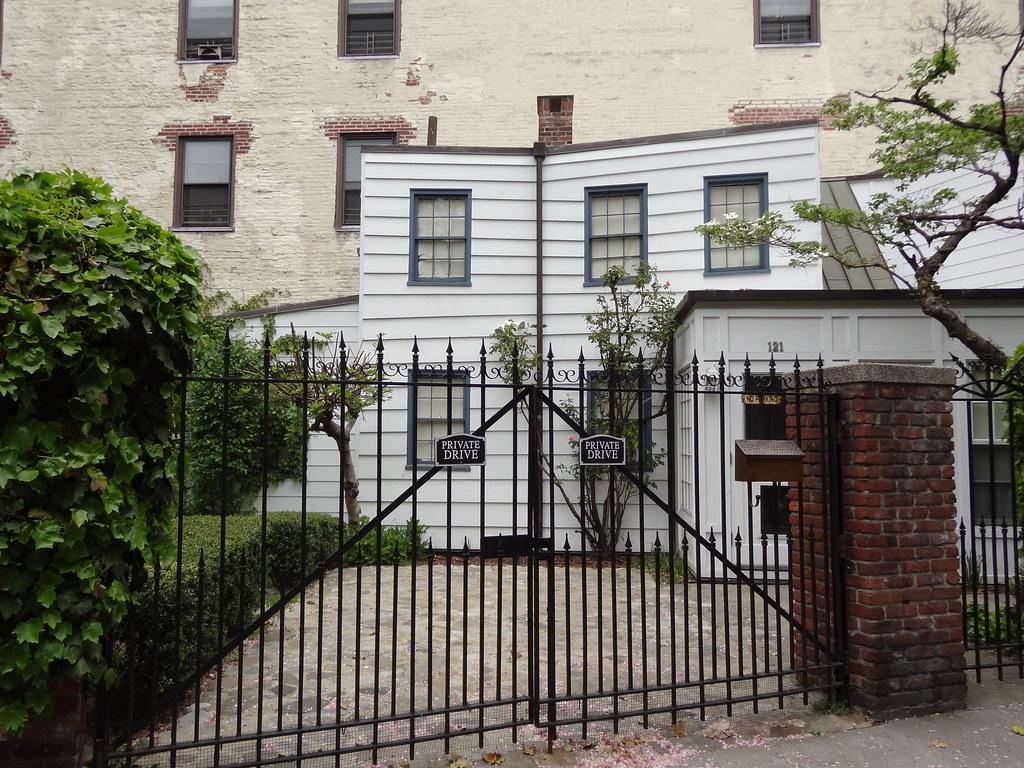 IWalked New York City's Cobble Court