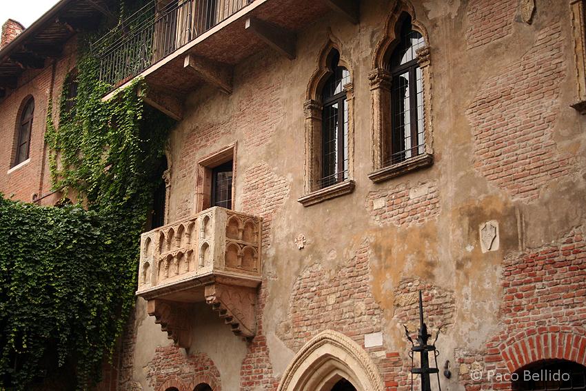 Balcón de la casa de Giulietta. © Paco Bellido, 2006