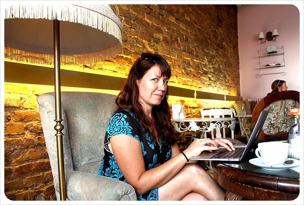 jess working in a cafe in Berlin