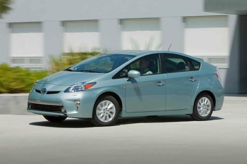 Toyota Prius нового поколения получит беспроводную зарядку