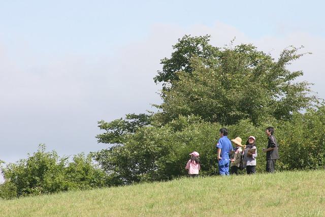 丘の上でキッズを発見.