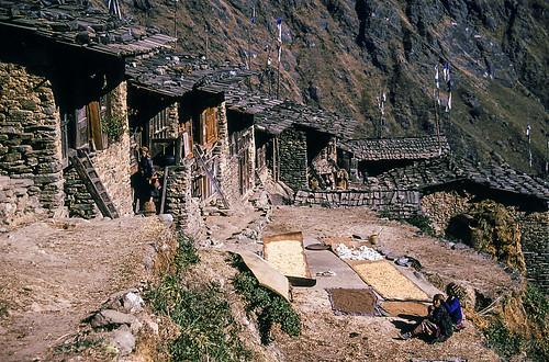 travel nepal film trekking 35mm asia village hiking 1988 slide fujifilm scannedslide langtang syabru centralregion syaprubesi