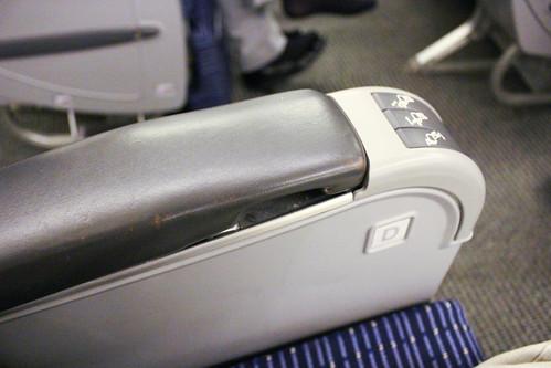 リクライニングのボタン(ただし手動)