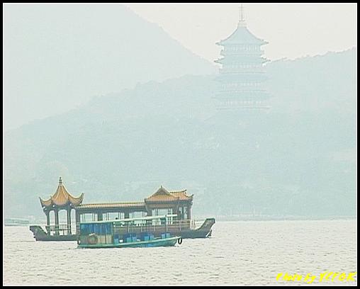 杭州 西湖 (其他景點) - 185 (從白堤上的西湖十景之 平湖秋月 望向西湖及西湖十景之 雷峰塔)