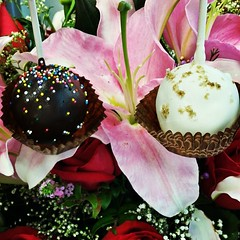 First flowers, now cake pops!!! Happy Valentine's Day.