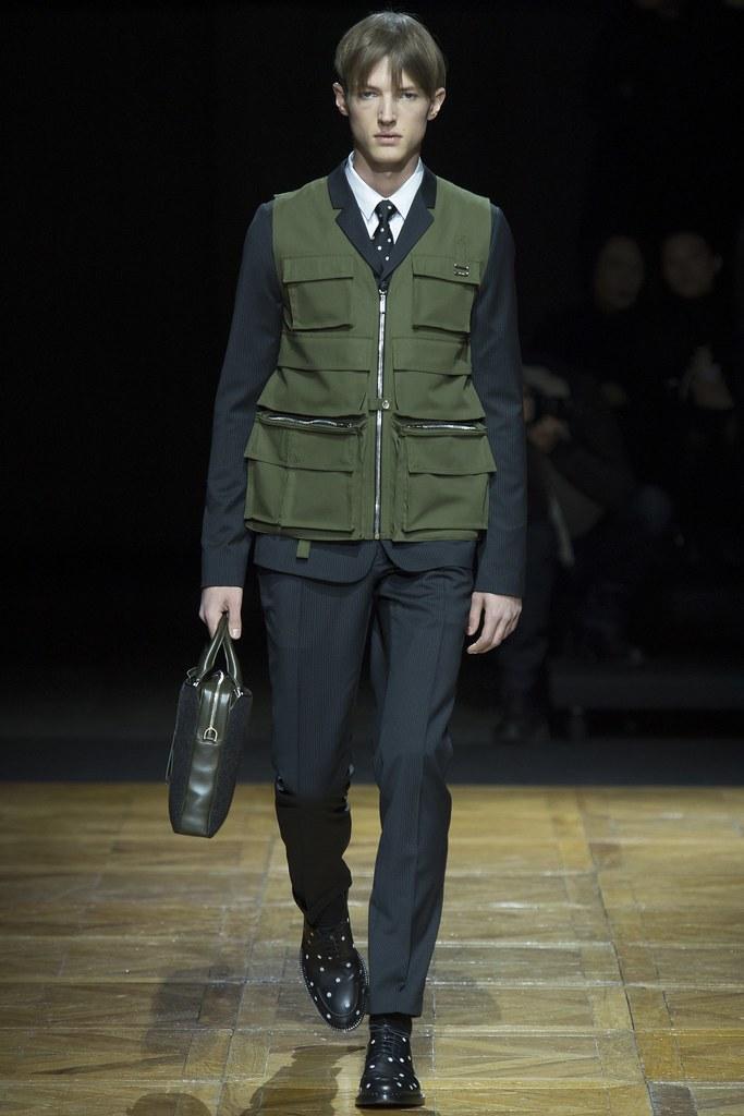 FW14 Paris Dior Homme025_Abel van Oeveren(VOGUE)