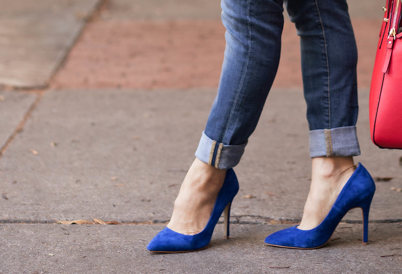 cute & little blog | petite fashion | shoemint blue suede classic pumps, rolled jeans outfit