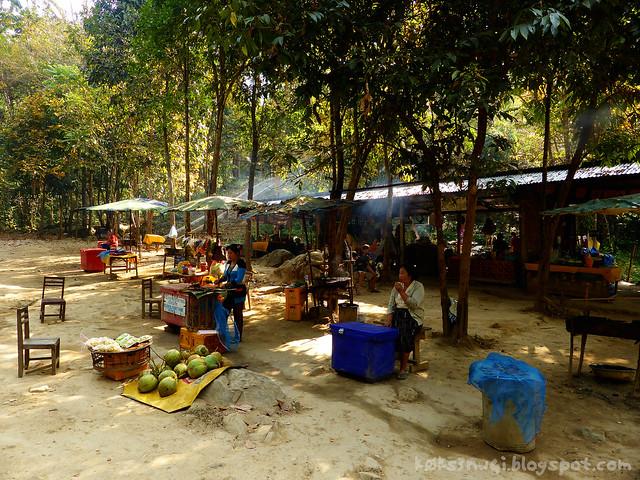Kaeng Nyui Bike Trip Kaeng Nyui Food Sellers