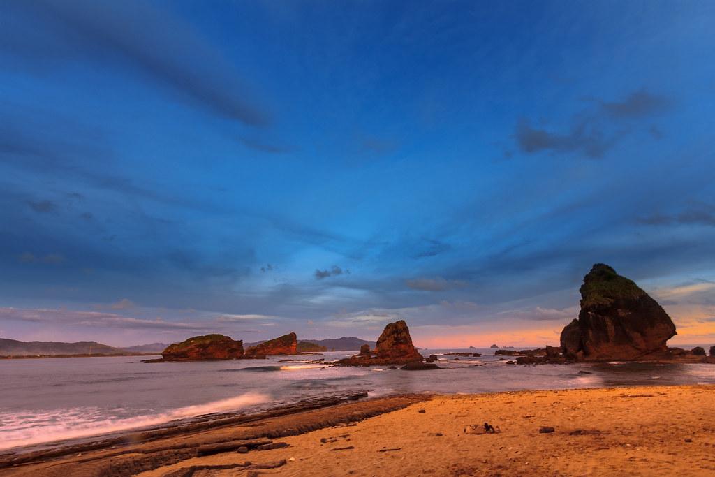 Saat Senja di Pantai Papuma