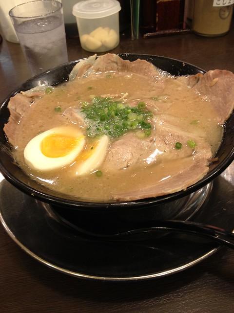 一幸舍店裡N0.2還是No.3的豚骨拉麵 ¥950 湯頭濃郁 肉質鮮美 個人覺得還不錯