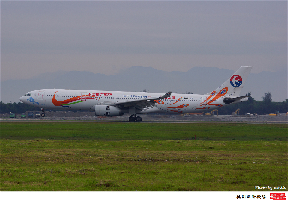 China Eastern Airlines B-6128-008