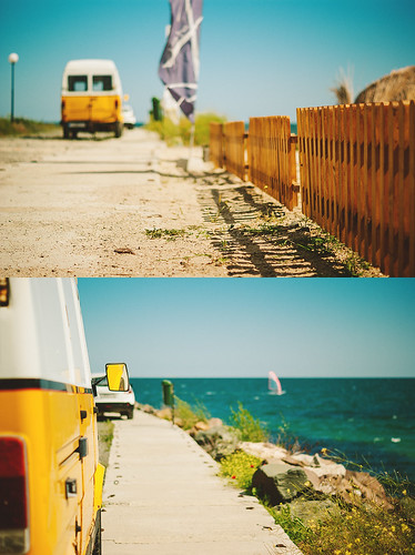 ocean travel flowers shadow sea vacation beach nature water car yellow fence 50mm diptych dof bokeh path grain bluesky bulgaria poppies windsurfing parked sideviewmirror van vignette blacksea windsurfer hav nesebar hff bulgarien nessebar primelens blackseacoast nesebur skåpbil sonydslra300 svartahavet dt50mmf18sam