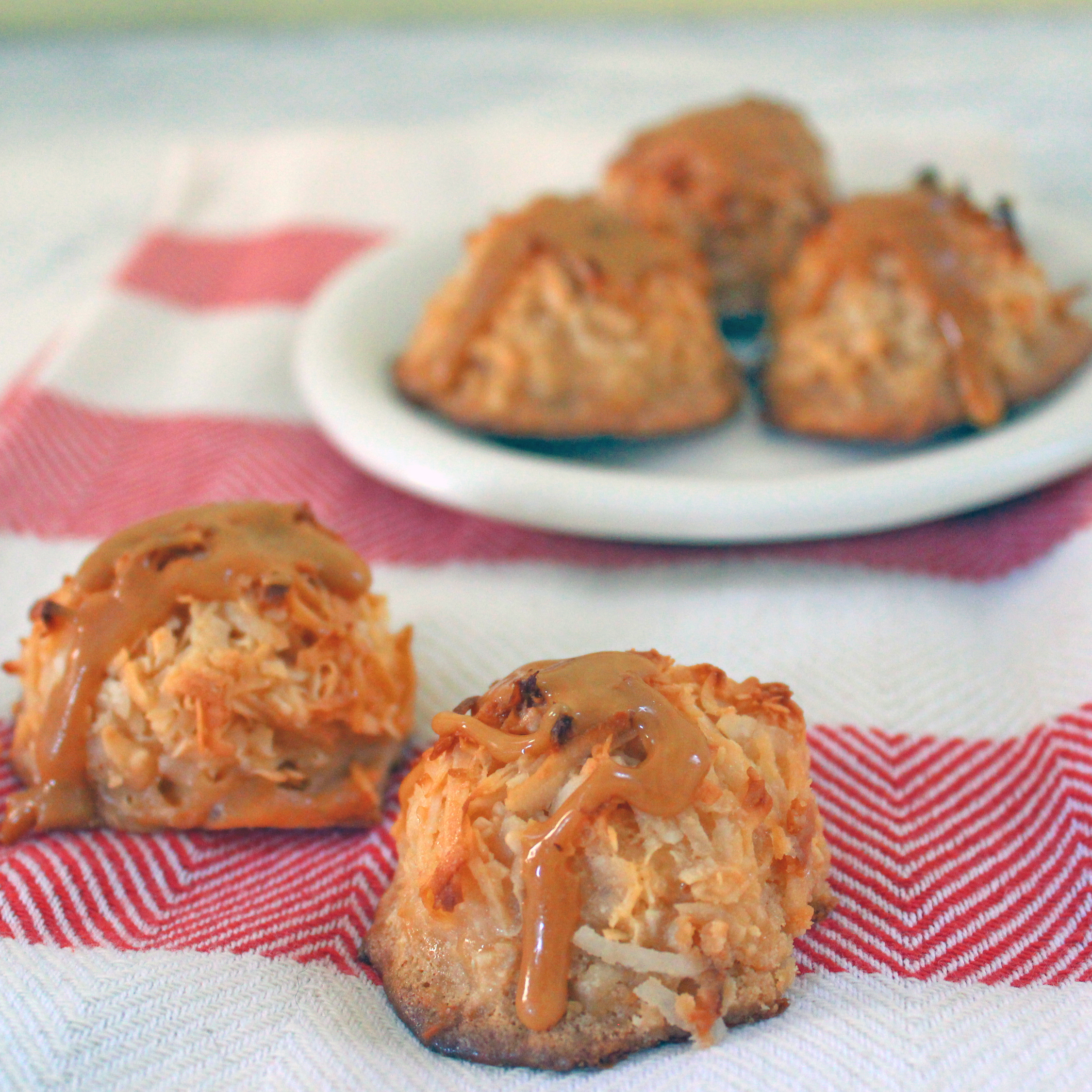 salted-caramel-coconut-macaroon