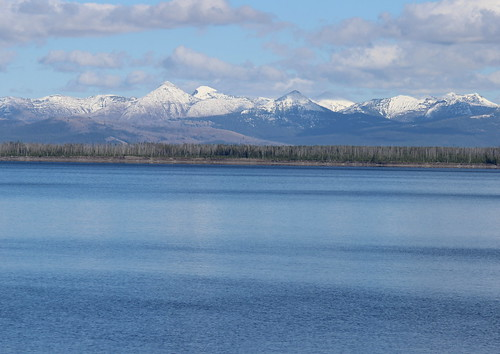 IMG_2005a_Yellowstone_Lake_&_Mountains