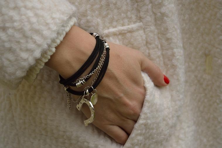lara-vazquez-details-madlula-outfit-bracelets-pulseras
