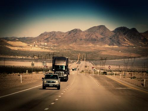 arizona usa mountain car america truck landscape route66 nikon highway desert mojave coolpix oatman kingma p520