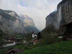 20130501 10 1086 Jakobus Lauterbrunnen Berge Häuser Kirche Wasserfall