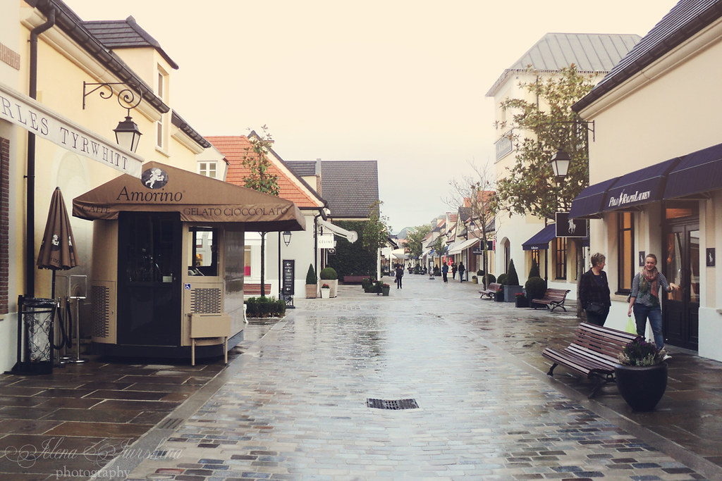 La Vallée Village, October 2013