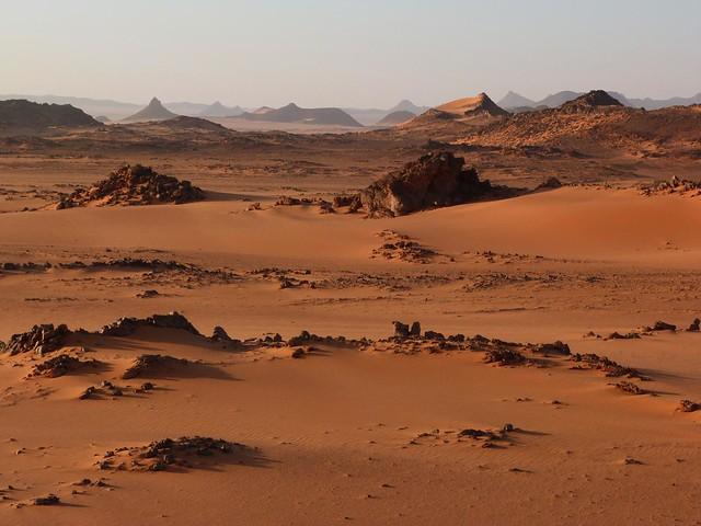 Paisaje cercano a Peter & Paul en el desierto Líbico (Egipto)