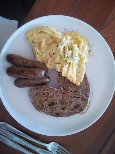 Scrambled eggss& chipolatas at Rosey's