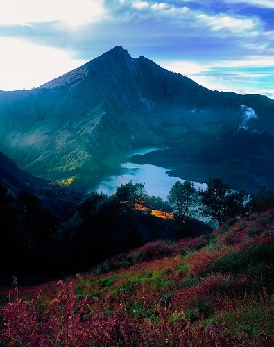 mountain indonesia landscape fujifilm 4x5 linhof 45s lombok largeformat schneider velvia50 rinjani nusatenggara technikardan segaraanaklake superangulon90mm mountbarujari