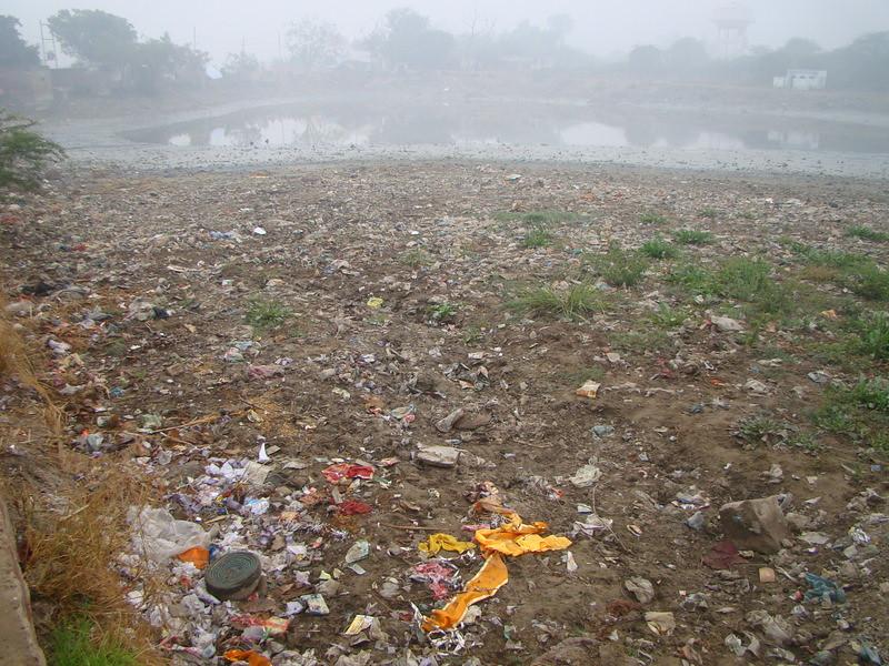 Garbage around the Kund